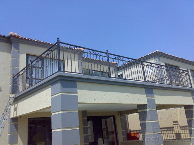 Tpd steel works balustrades images for Balcony balustrade